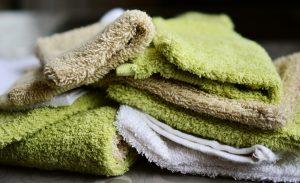 Handtücher auf einem Stapel.